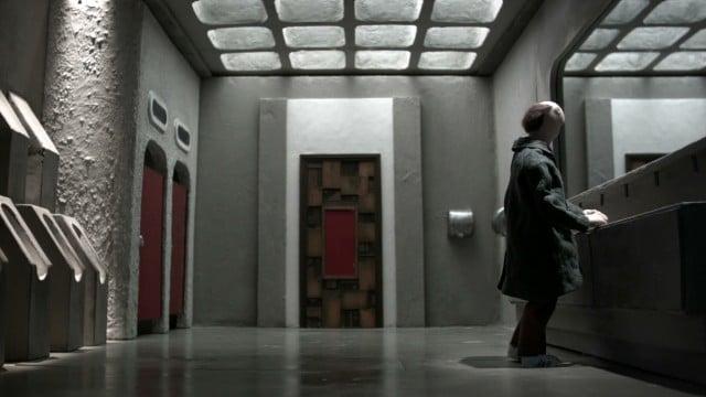 Cena no banheiro do filme Manoman do Diretor Simon Cartwright e Diretor de Fotografia Steven Cameron Ferguson