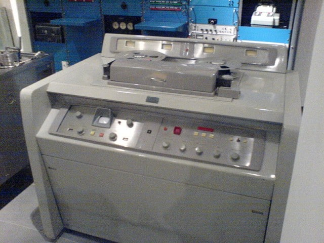 800px-Ampex_VR1000A_(serial_329)